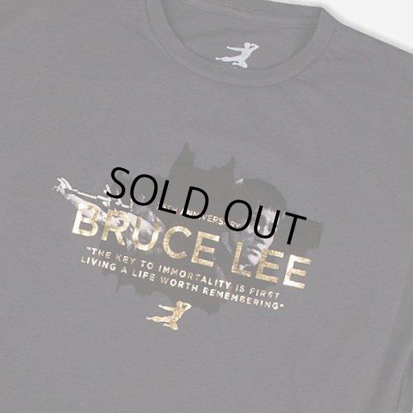 画像1: ブルース・リー75周年ゴールドホイルイモータリティTシャツ (1)